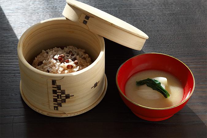 小豆ご飯とかぶの白みそ仕立ての画像
