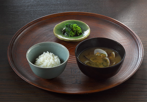 胚芽米ご飯とあさりのみそ汁の画像