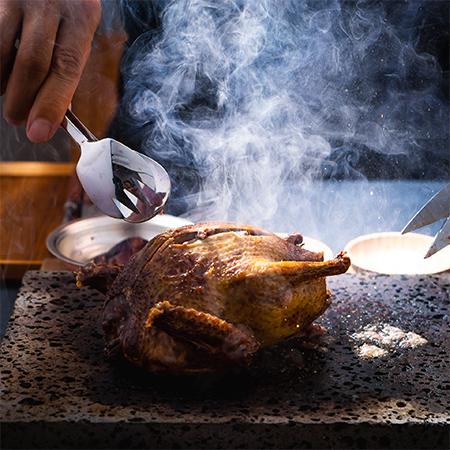 鳩肉を焼く画像