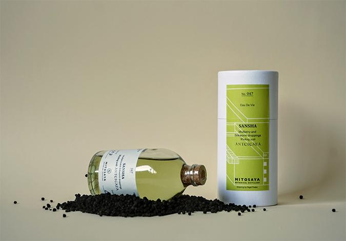 蚕沙(カイコの糞)を原材料に使用した蒸留酒の画像