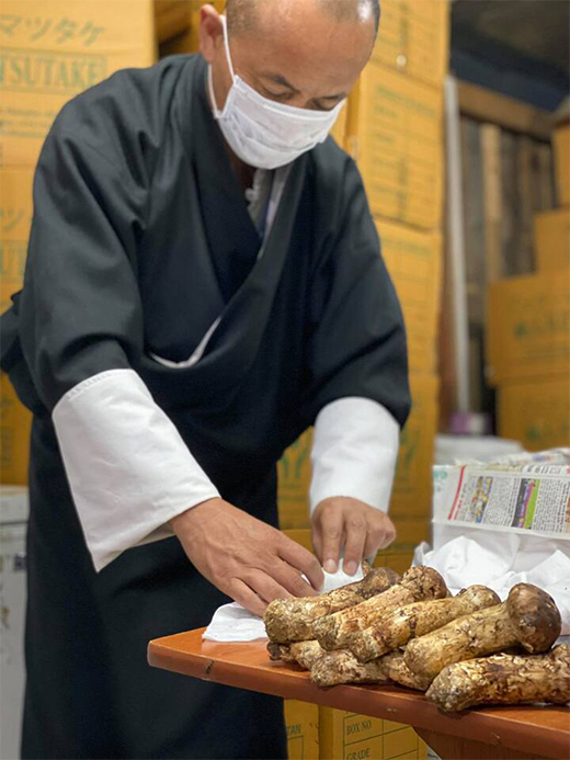 Thimphuでのブータン産生松茸梱包作業の画像