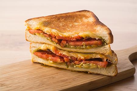 グリルドチーズサンドイッチCAPRESE(カプレーゼ)の画像