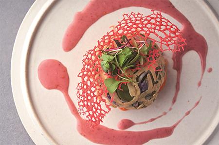 自家製燻製空豆の発酵炒め エッグネット包みの画像
