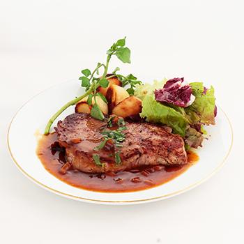 若姫牛のサーロインステーキ ポルチーニ茸のソース