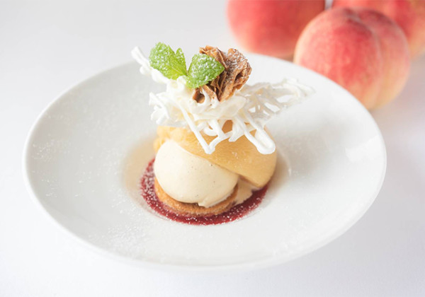 福島県産の白桃を使用したデザート