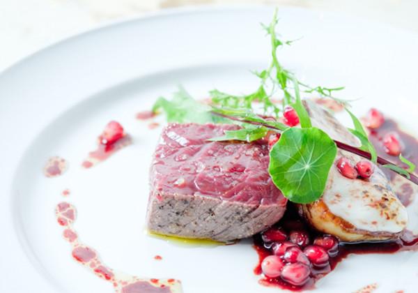 会津産馬肉の炙り モッツァレラチーズのフォアグラロースト ロッシーニ風