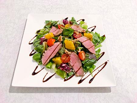ハンガリー産合鴨フィレ肉とオレンジ、ほうれん草のサラダ