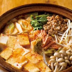 W発酵食で腸内環境も改善!「豆もやしと納豆のチゲ風鍋」