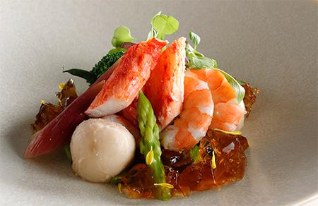 タラバ蟹と天使の海老のサラダ仕立て 土佐酢のジュレ