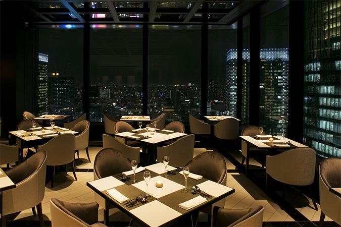 丸ビル最上36階から東京のパノラマ夜景