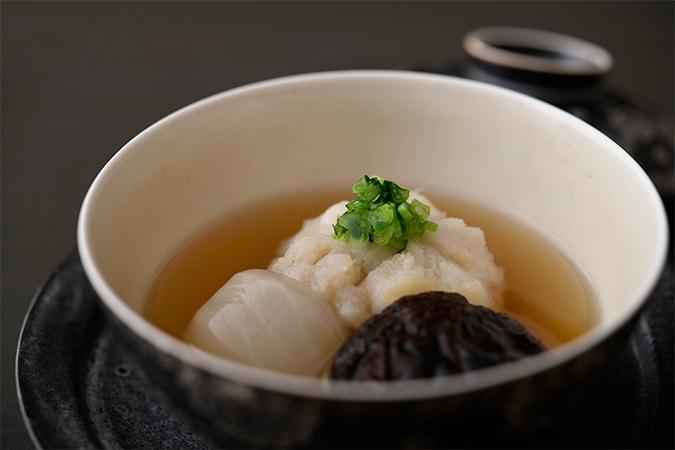 明石産天然鯛の蓮根蒸し 蕪 椎茸 生姜汁