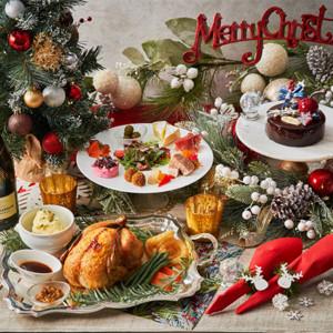 クリスマスツリー、シャンパン、ローストチキンなどがセットになった華やかなパーティーメニュー