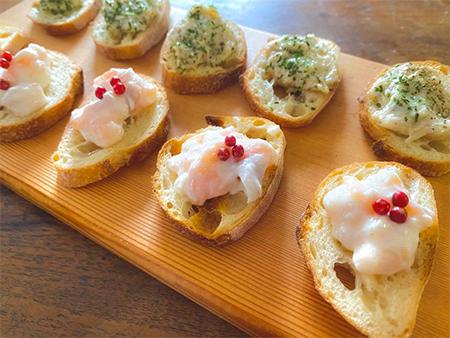 塩麹漬けサーモンとクリームチーズのディップ、鯖の醸しリエットと胡椒とパセリのディップ