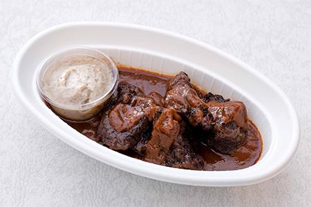 牛ほほ肉の赤ワイン煮 トリュフ風味のマッシュポテト添え