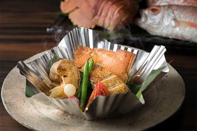 長崎県で水揚げされた海の幸 うちわ海老とあかむつの蒸し焼き 焼きトマト、かんざらし、島原海苔のソース