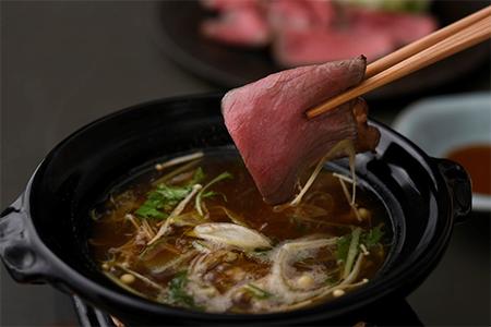 群馬県産増田和牛ロースト 赤出汁の上澄み小鍋仕立て 特製発酵赤味噌ソース