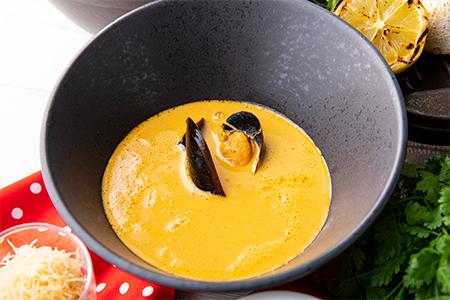ムール貝と甲殻類のビスク風スープ