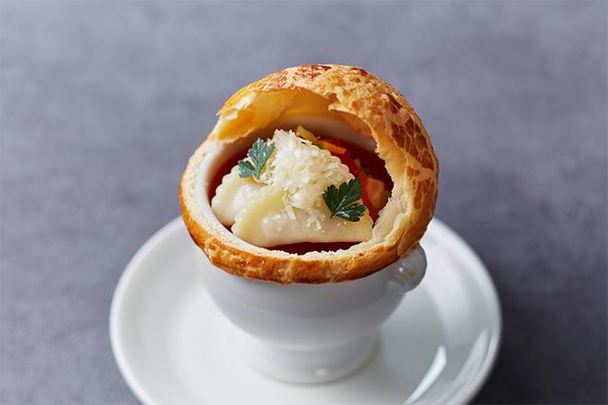 コラーゲンたっぷり ラビオリとミネストローネのパイ包みスープ