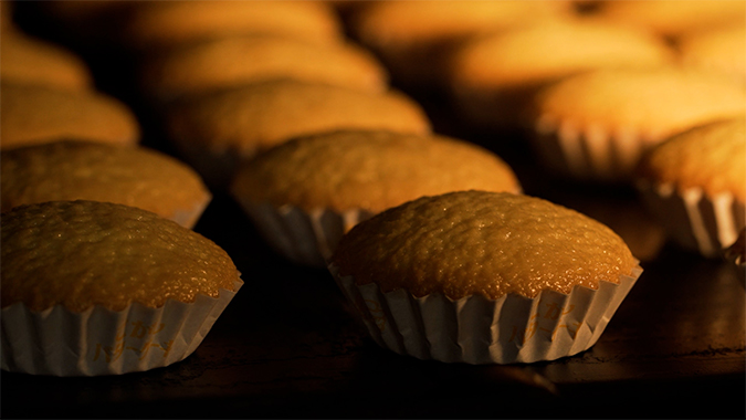 遠赤外線オーブンの絶妙な火加減でつくる「こがしバターケーキ」 むか新