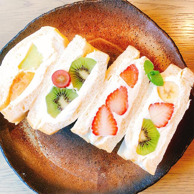 生食パン専門店のフルーツサンド