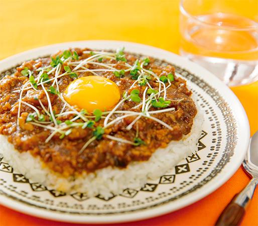 とろとろ卵の味噌キーマカレー