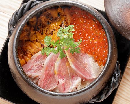 中トロといくらと雲丹の贅沢土鍋ご飯