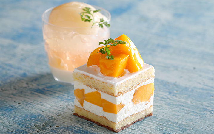 「マンゴーのショートケーキ」と「桃のコンポートとジュレ」の画像