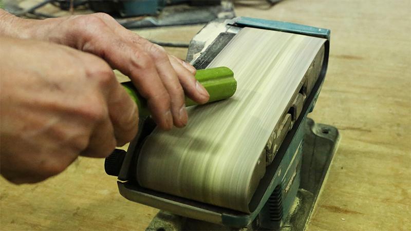 竹を削る画像