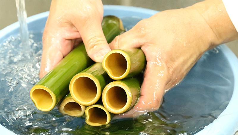 竹を洗う画像