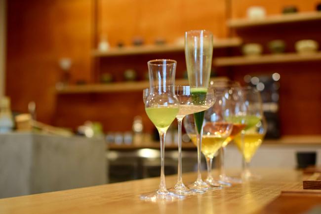 お茶×ワイングラスの新しい体験