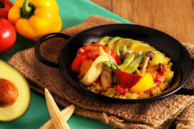 アボカドの野菜いっぱいパエリア