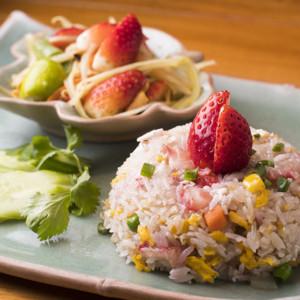 イチゴ炒飯とソムタム タイセット