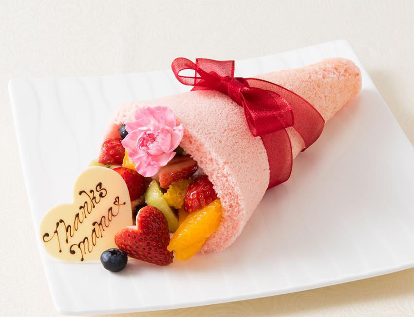 フルーツやカーネーションのエディブルフラワーでブーケに見立てた母の日ケーキ