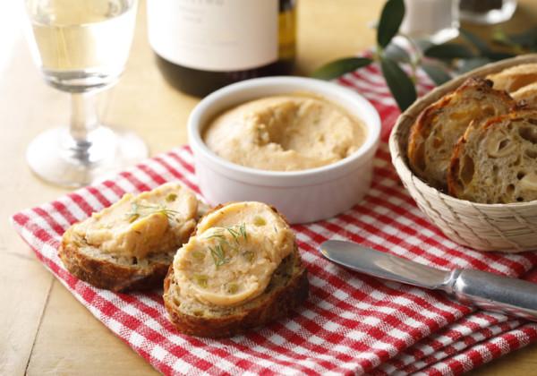 北海道産スモークサーモンとオリーブのパテ使用例