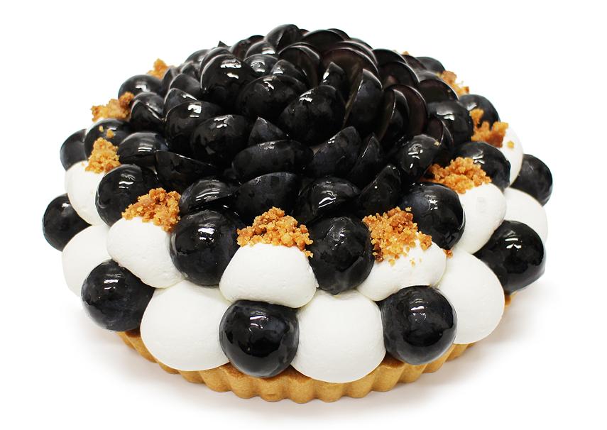 長野県産「ナガノパープル」とチーズクラムのケーキ