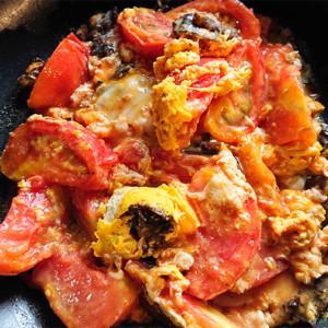 トマトと卵の炒め物の画像