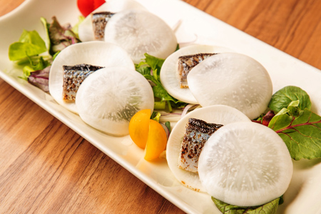 蕪最中サラダ仕立て 炙り秋刀魚 酢味噌餡