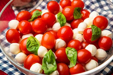 ミニトマトとモッツァレラのカプレーゼ