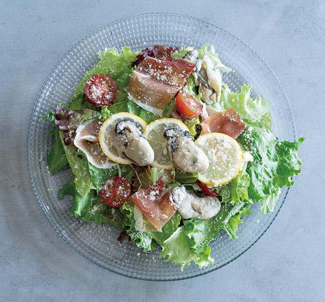 牡蠣のマリネと生ハムのサラダ