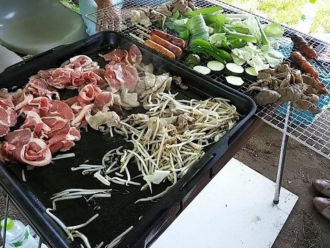 自分で収穫した夏野菜と一緒にジンギスカンを堪能