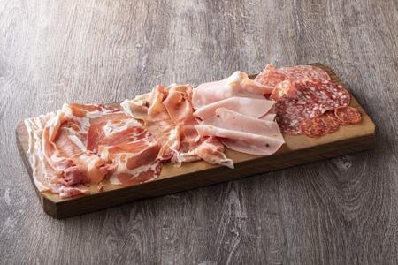 イタリア産生ハムとサラミの7種盛合わせ