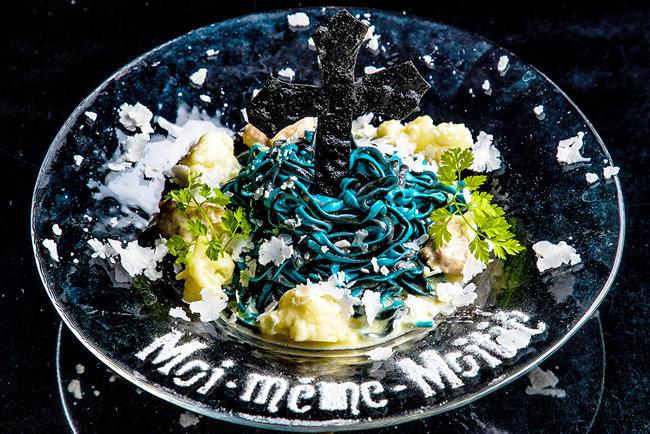2色の手打ちパスタ サルシッチャとカリフラワーのスパイシークリームソース