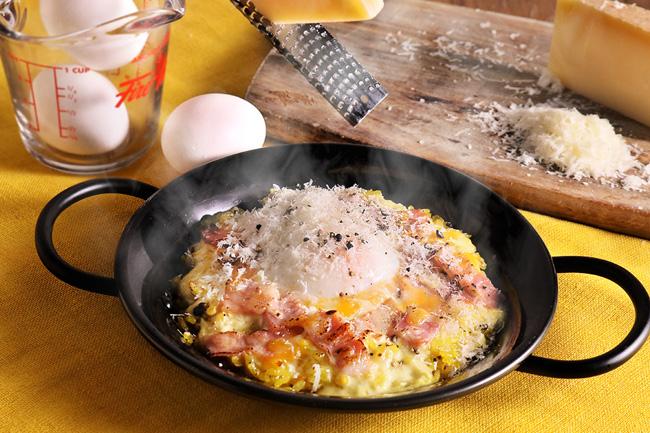 こんがりベーコンとチーズのカルボナーラパエリア
