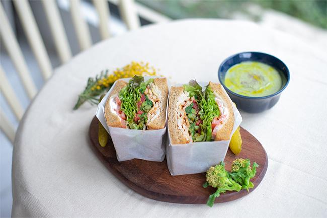 菜の花とアーモンドソースのチキンサンド&菜の花と豆腐のポタージュ