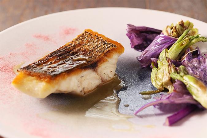 天然桜鯛のロースト 山菜とシャンパンソース