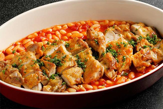 ロティサリーチキンとチリビーンズ Rotisserie chicken and chili beans
