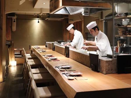 産直青魚専門 池袋 御厨のカウンター席