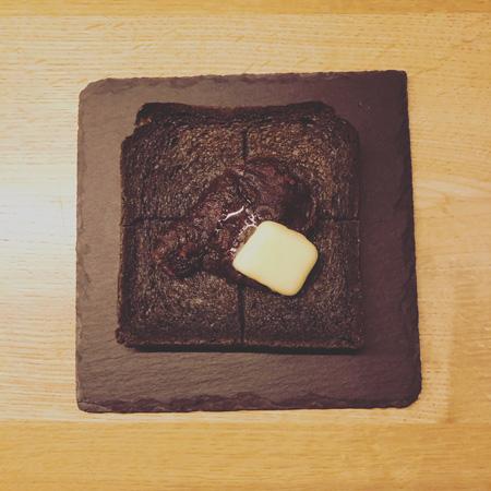 •黒いあんバタートースト