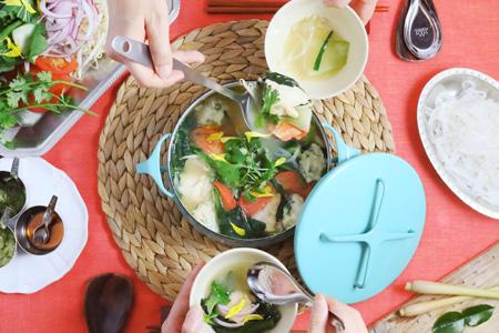 海鮮団子とハーブのベトナミーズ白湯鍋