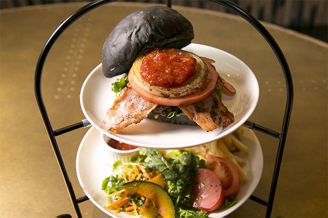 ハンバーガーをアフタヌーンティーのように提供